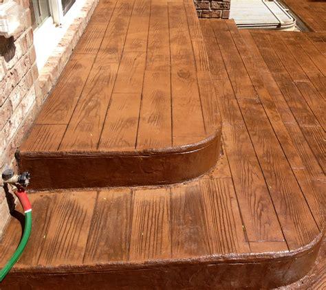 outdoor living limestone kitchenpergola   woodplank