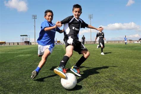 imagenes de niños jugando al futbol image gallery ninos jugando futbol