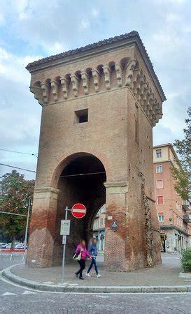 piazza di porta castiglione bologna porta castiglione bologna italien omd 246 tripadvisor