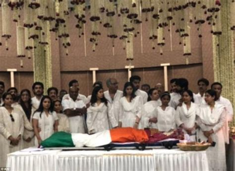 sridevi funeral bollywood legend sridevi kapoor mourned by fans in mumbai