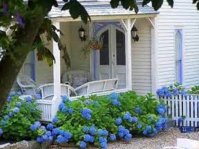 Home And Garden Decor country living cottage style decorating cottage gardens
