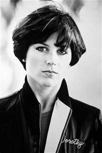 wedge stacked haircut in 80 s dorthy dorothy hamill haircut best medium hairstyle
