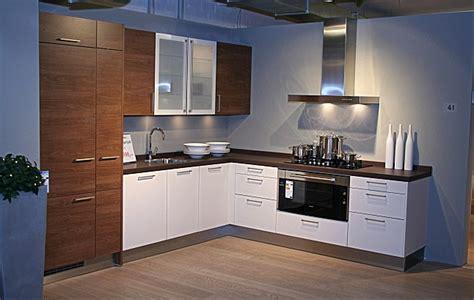 preise küchenschränke wohnzimmer braun rot