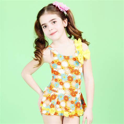 modelle in costume da bagno swimming suit bathing suit swimsuit
