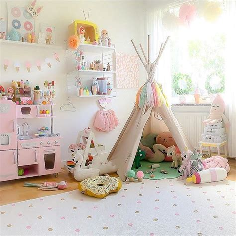 play ideas for the bedroom 25 best ideas about toddler playroom on