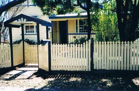 desain rumah lebih rendah dari jalan desain pagar rumah lebih tinggi dari jalan rumah en
