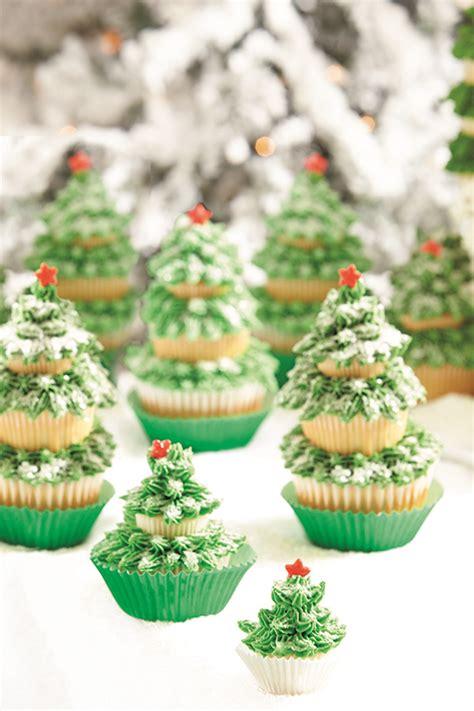 cupcake christmas tree decirations tree cupcakes evite