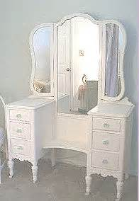 Chic bedroom vanity table set and mirror for a teen or tween girls