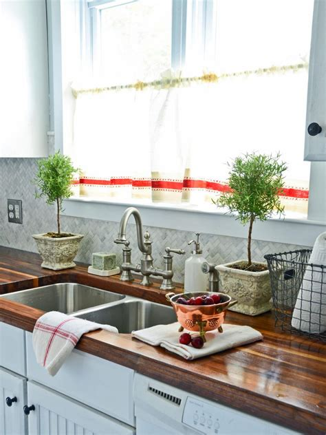 Hgtv Kitchen Curtains by 10 Diy Ways To Spruce Up Plain Window Treatments Hgtv