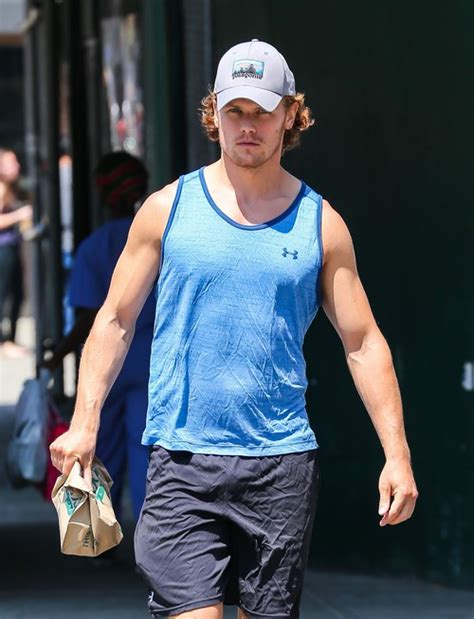 celebrity dirty laundry outlander sam heughan leaves the gym in new york city celeb dirty