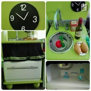 cuisiner avec un enfant diy fabriquer une cuisine pour enfant avec deux tables