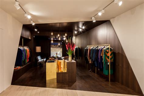 design garde robe runway design on abstract sculpture catwalk