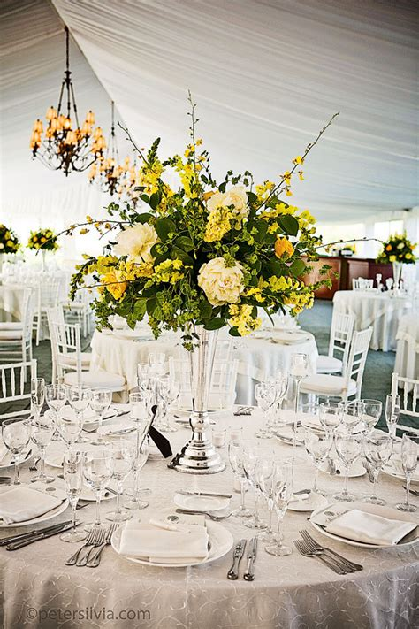 wedding flower arrangments how to select your wedding flower arrangements bridalguide