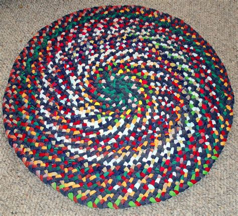 30 Round Rugs And Exles Of How To Complete The Look Of | 30 in round braided rug from repurposed jeans cotton reds