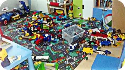 chaos freies kinderzimmer wie schmerzfrei durch das kinderzimmer l 228 uft babykeks