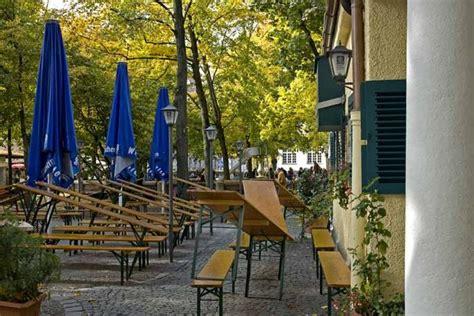 Englischer Garten München U Bahn Haltestelle by Der Elisabethplatz Gr 252 Ne Oase Markt Und Biergarten In