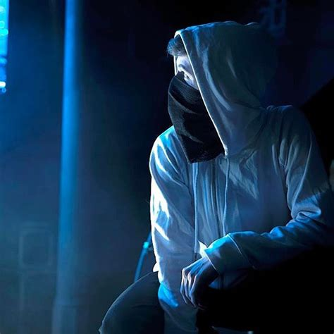 alan walker dj alone almost showtime alan walker pinterest alan walker