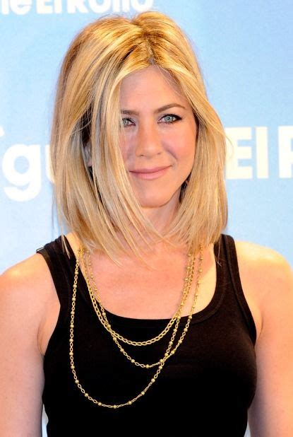 hairstyles pictures videos breaking news alert breaking hair news jennifer aniston has a new bob