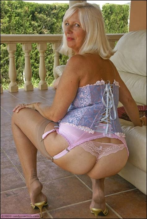 Sandy Big Titted Old Madam Flashes Her Hot Ass