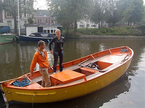 stalen schouw te koop grachtenboot een grote grachtenboot voor de kleinste