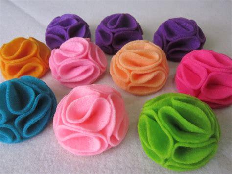 cara membuat daun bunga dari kain flanel gambar bros bunga dari kain flanel