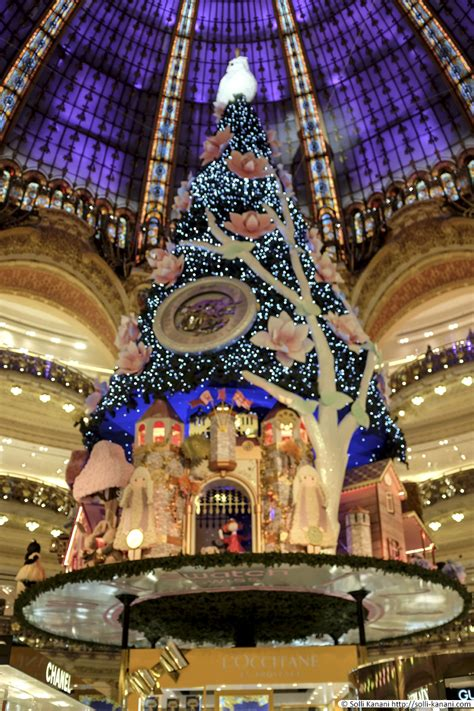 christmas tree at galeries lafayette blog about paris