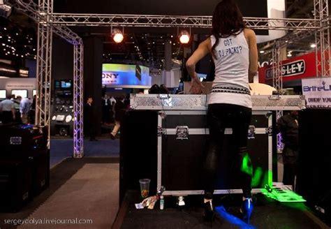 girls  las vegas consumer electronic show  pics
