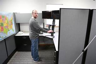 benefits of a sit stand desk