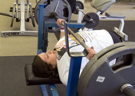 college bench press record arlee woman breaks world bench press record and she s not