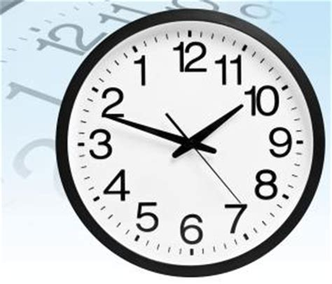Jam Dinding Standard White the backwards clock iwoot