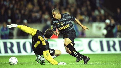 ronaldo 7 juventus lazio 1998 uefa cup ronaldo inter milan lazio goal
