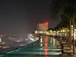Infinity Pool In Singapore Chizwa Singapore S Skyscraper Infinity Pool
