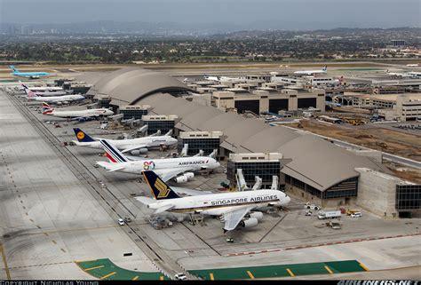 emirates terminal singapore airbus a380 841 singapore airlines aviation photo
