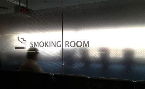atlanta airport smoking section us airports you can still smoke in thrillist