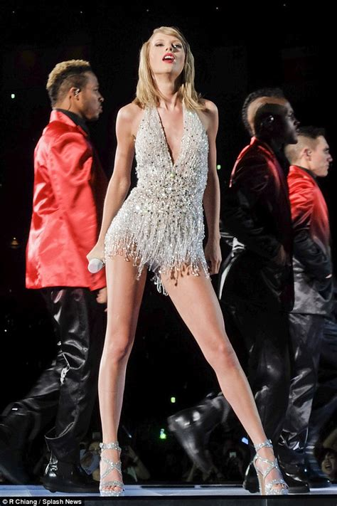 taylor swift japan dates taylor swift will be wowing fans with nine outfits on uk