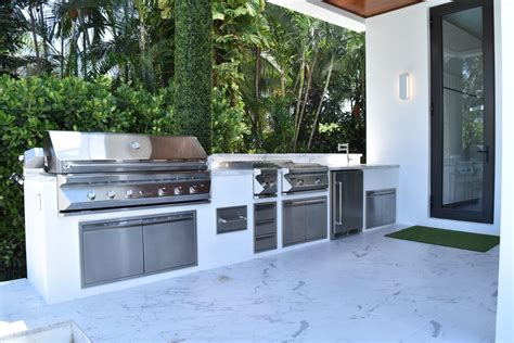Outdoor Kitchen by Outdoor Kitchens Luxapatio