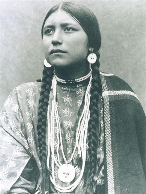 1800s Cherokee Women Hairstyles | 1800s 1900s portraits of native american teen girls show