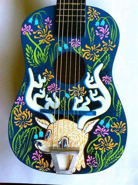 piedistallo per chitarra 10 idee per riciclare la chitarra acustica e i plettri