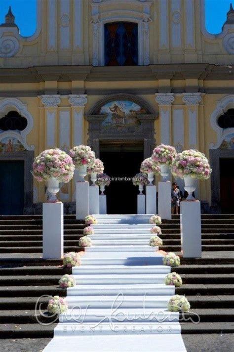 tappeto bianco matrimonio le 25 migliori idee su fiori per la chiesa da matrimonio