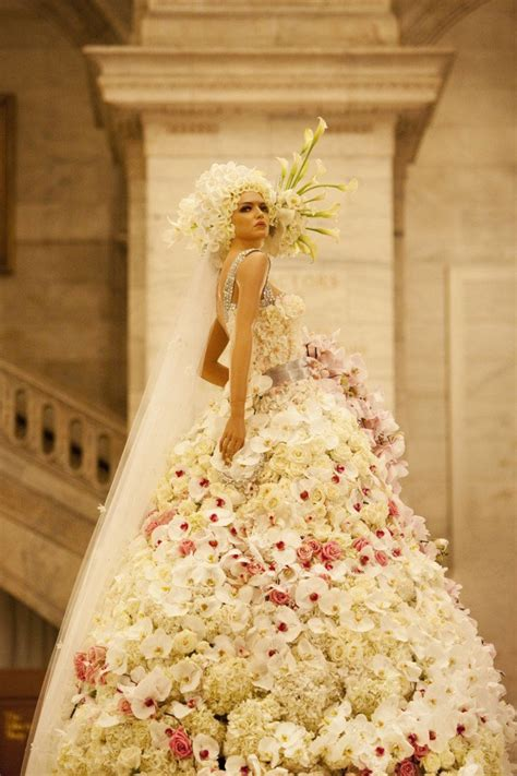 Wedding Flower Dresses by Dresses Made Up Of Real Flowers You Didn T
