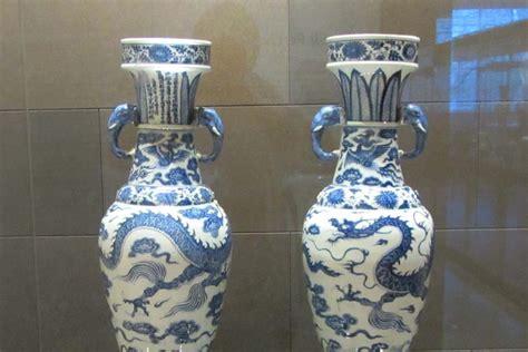 the feng shui wealth vase lotus letter