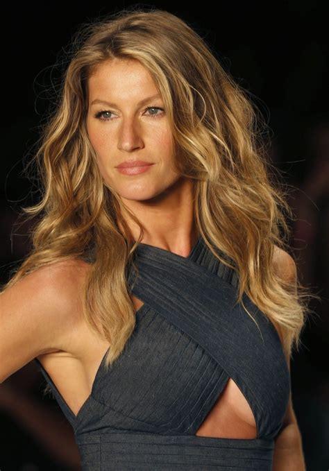 celebrity hairstyles gisele bundchen wavy hairstyle long