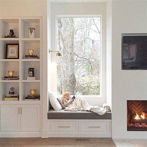 window seating 25 best ideas about fireplace windows on