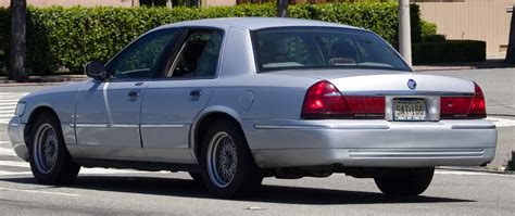 file 2006 2007 mercury grand marquis jpg wikimedia commons file 2005 mercury grand marquis jpg wikimedia commons