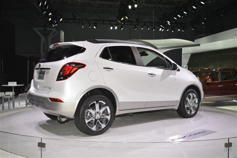 2017 buick encore flaunts its more looks on ny show