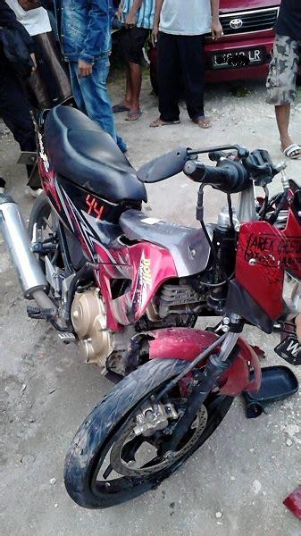 Shockbreaker Fu berciuman dengan mobil motor satria ini bengkok shockbreaker depan setia1heri