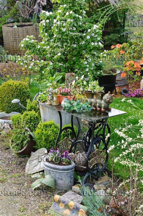 Gartendekoration Bilder by Bild Gartendekoration Mit Alter N 228 Hmaschine 472020