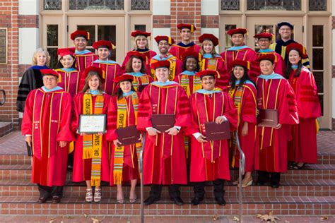 Usc Jd Mba 2015 Graduates by Think Globally Act Globally Usc Rossier School Of