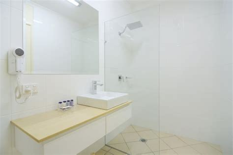 Modern Queenslander Bathroom Cairns Apartments Cairns Hotel Motel