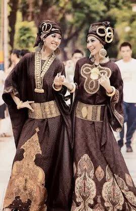 Sepatu Wedges Kickers Kombinasi foto gambar contoh model baju muslim batik kombinasi